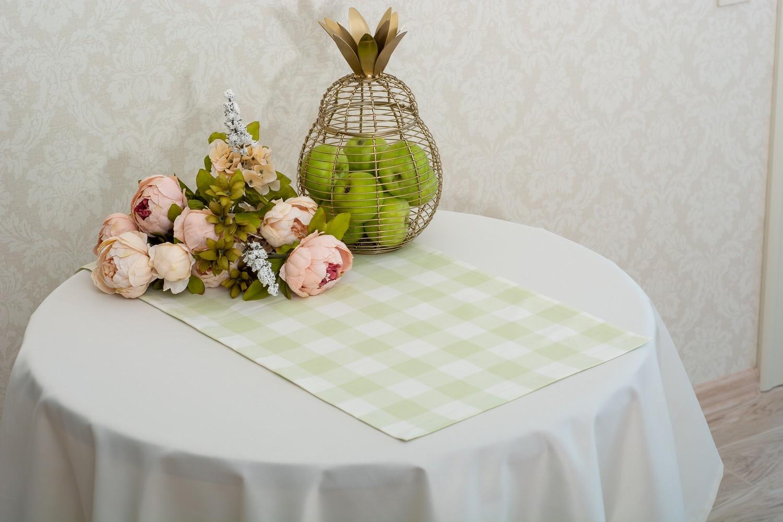 Скатертина – тканина Журавинка гладь, колір шампань Доріжка – тканина ЛД 015236v4