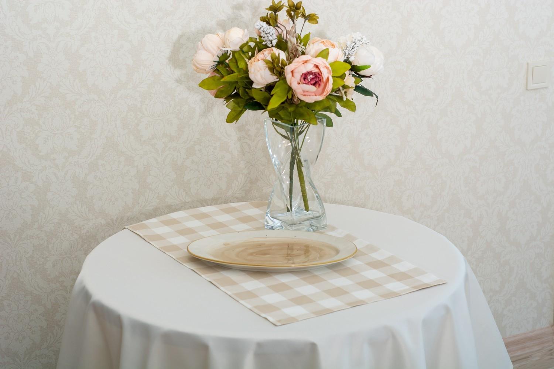 Скатертина – тканина Журавинка гладь, колір шампань Доріжка – тканина ЛД 015236v8