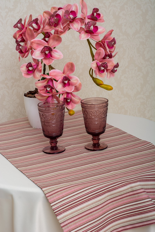 Скатерть — ткань журавинка гладь, цвет  шампань Дорожка — ткань ЛД 040706v69