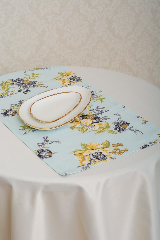 Скатерть — ткань журавинка гладь, цвет шампань Дорожка — ткань ЛД 130439v4
