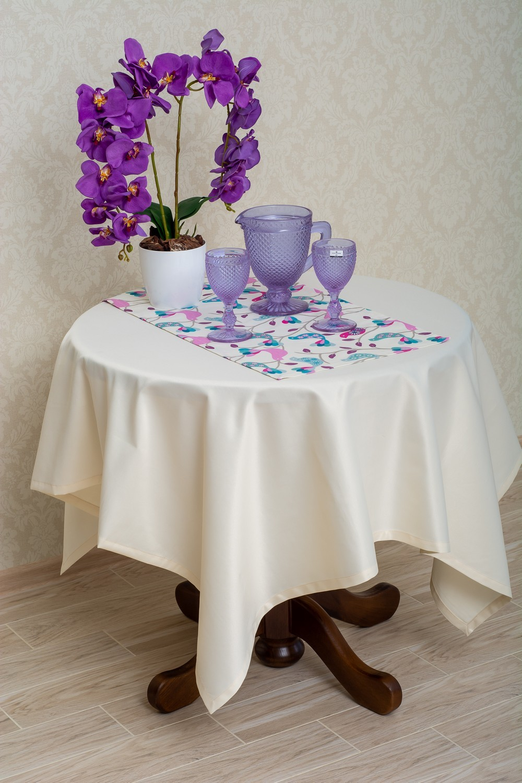 Скатертина – тканина журавинка гладь, колір шампань Доріжка – тканина ЛД 071046v14